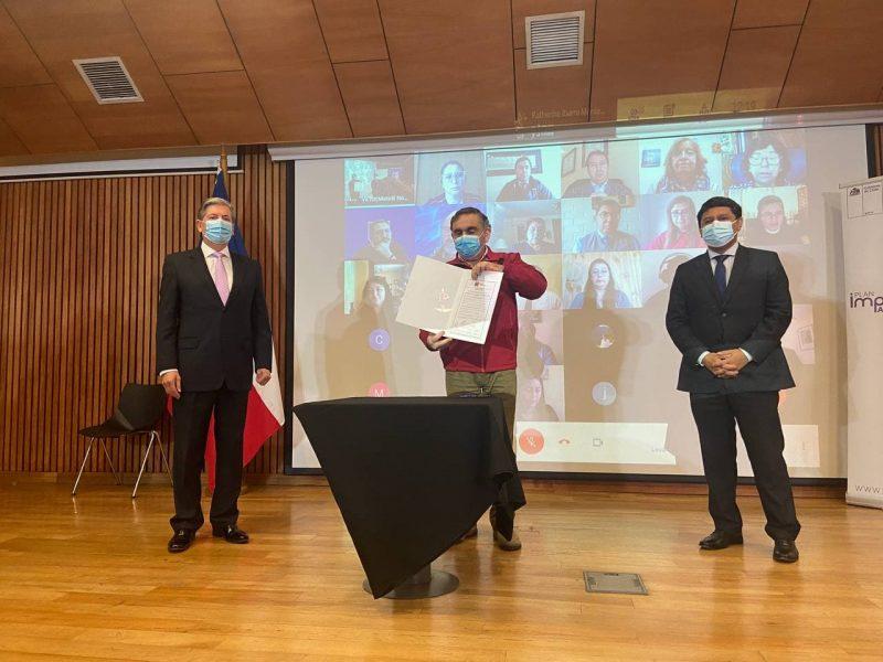 Autoridades firman convenio con Liceos Bicentenario